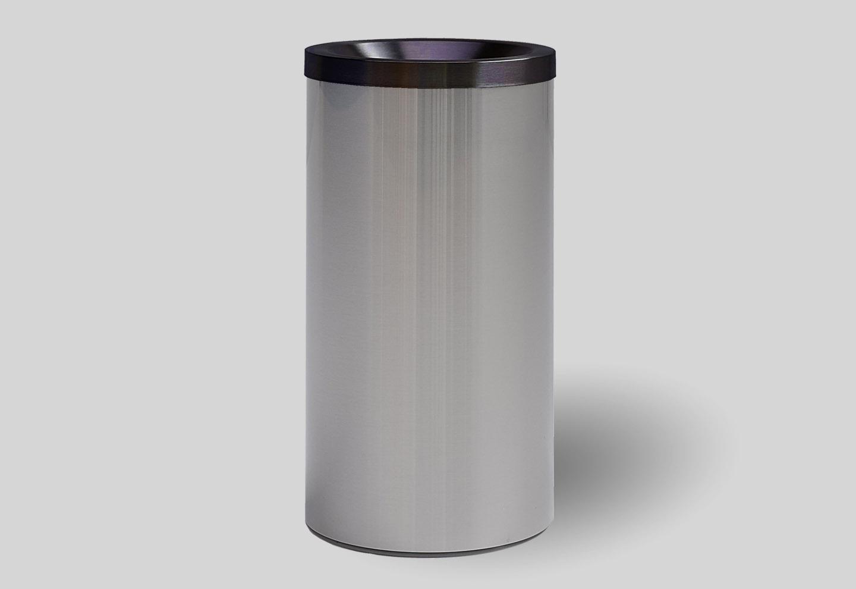 Black dustbin grizu